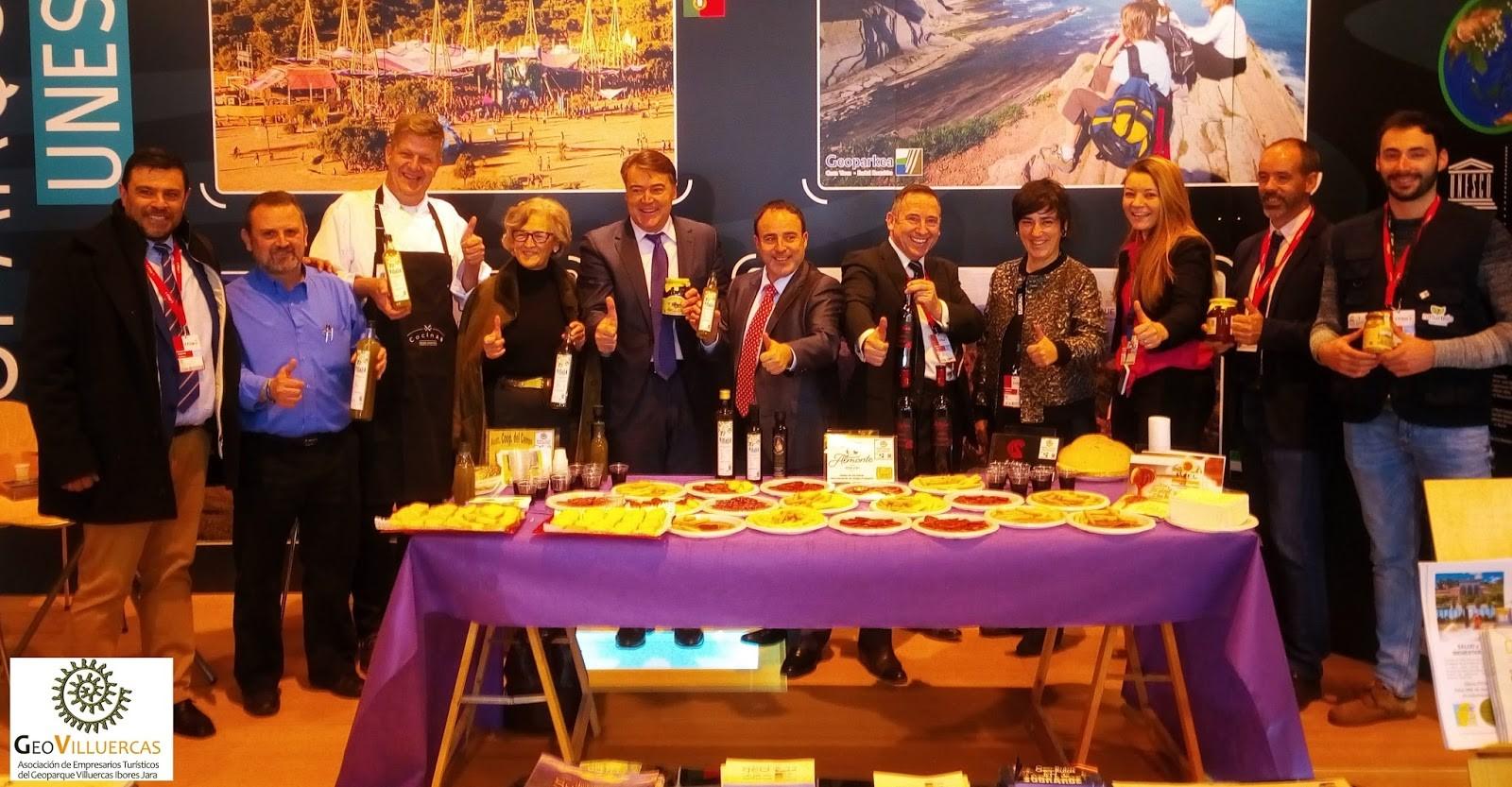 El Director General de Turismo de la Junta de Extremadura, Francisco Martín Simón, visitó a los representantes de todos los Geoparques presentes en el stand: Naturtejo, Sobrarbe, Costa Vasca y Villuercas Ibores Jara