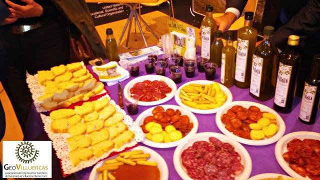 Aceite de Oliva Virgen Extra de la Cooperativa de Alía y embutido de la tierra